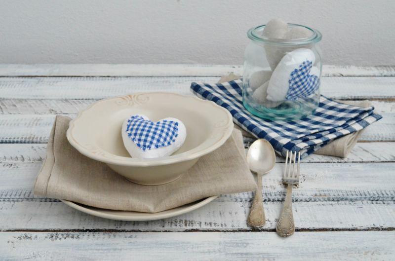 jak nakryć stół na wielkanoc, dekoracje wielkanocne, święta, tekstylia, nakt=rywamy stół na wielkanoc, wiosna 2016, blue and white, teksylia lniane
