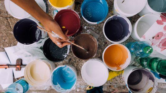 Ręcznie malowane płytki – jak się do tego zabrać?
