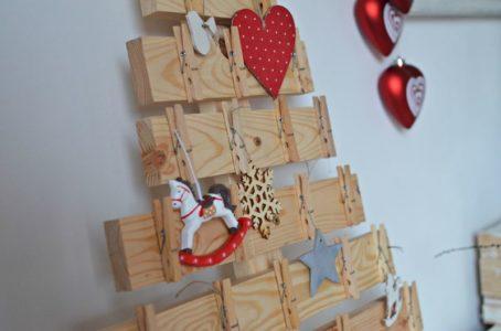 Drewniana choinka z desek DIY