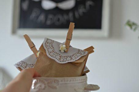 Jak zapakować upominki dla gości? DIY