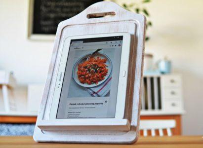 Jak samodzielnie zrobić stojak pod tablet z kuchennej deski