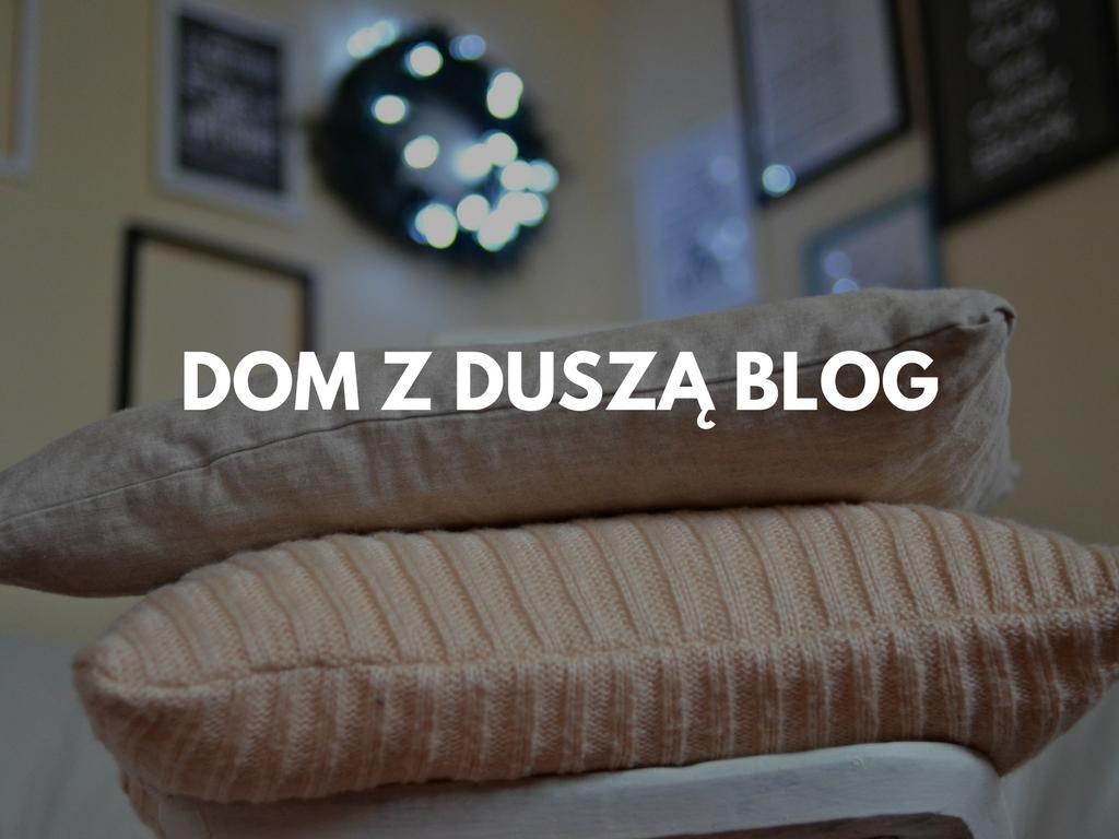Dekoracje ze swetra – cz.2 – zimowa poduszka