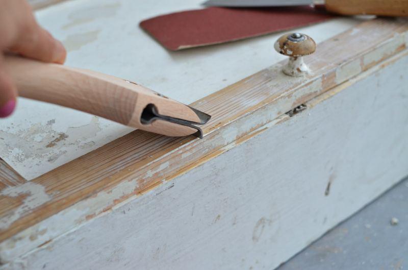Samodzielne malowanie mebli - jak przygotować mebel? usuwanie starych powłok