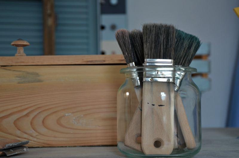 Jak samodzielnie malować farbami kredowymi? - poradnik krok po kroku