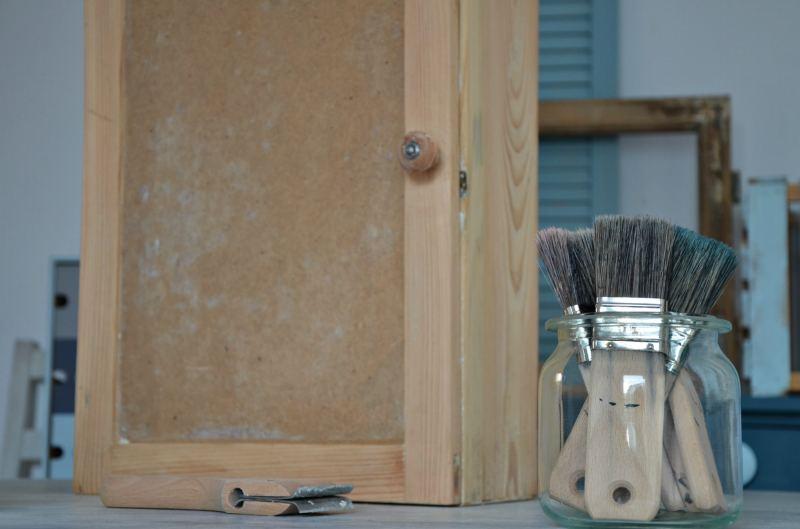 usuwanie starej farby z drewna - instrukcja video - jak to zrobić samodzielnie