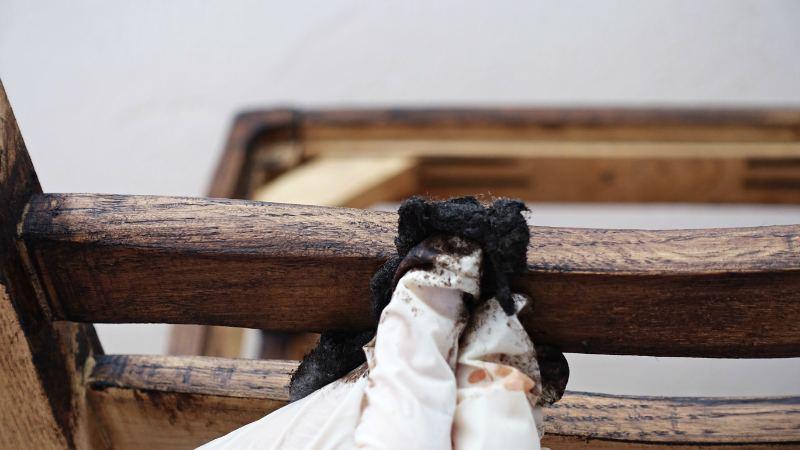 Woskowanie mebli – tradycyjna metoda renowacji