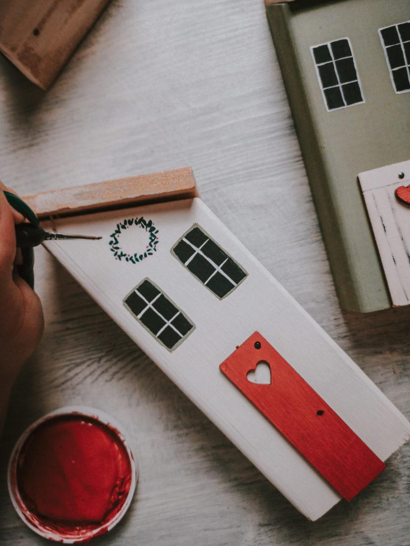 malowane drewniane domki