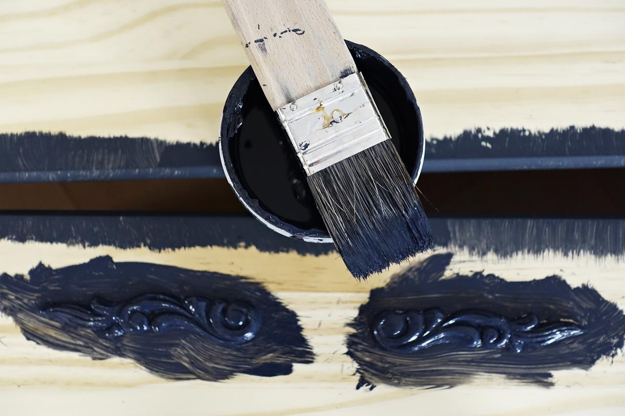 malowanie komody krok po kroku ornamenty meblowe
